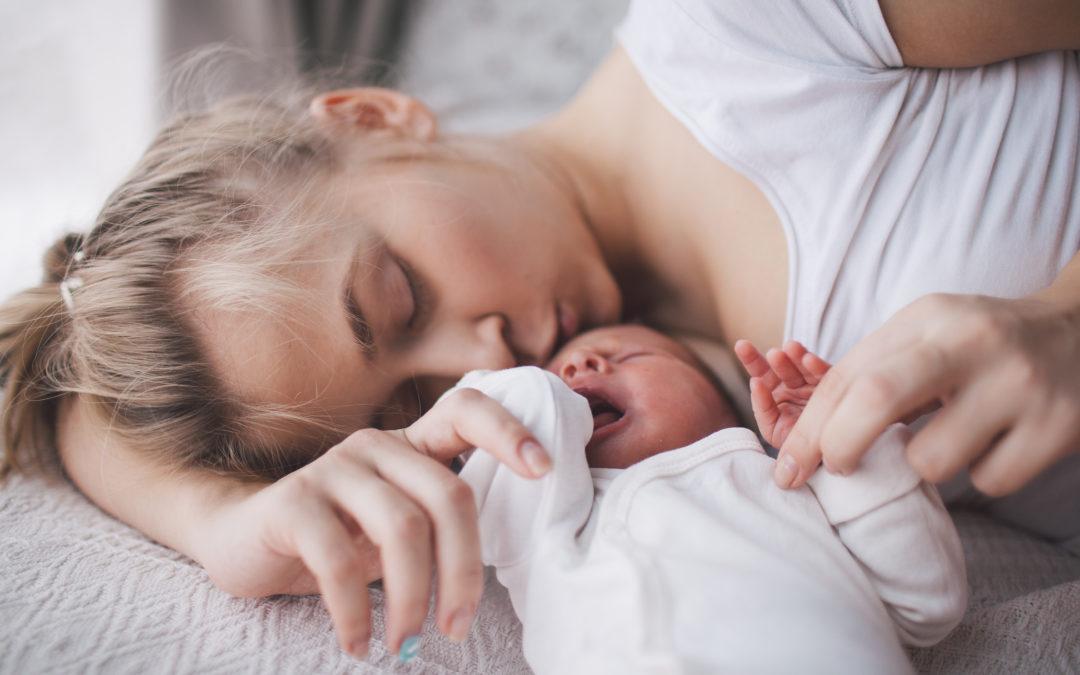 Gefordert und gelassen: den neuen Alltag als Baby-Mama so richtig genießen – 5 Fragen an… (Interview)