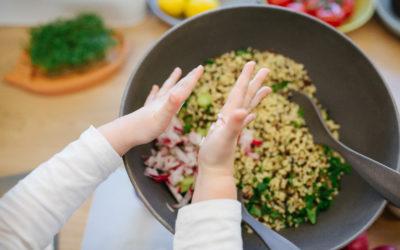 7 Tipps für das Kochen mit (kleinen) Kindern – so macht es allen Spaß!