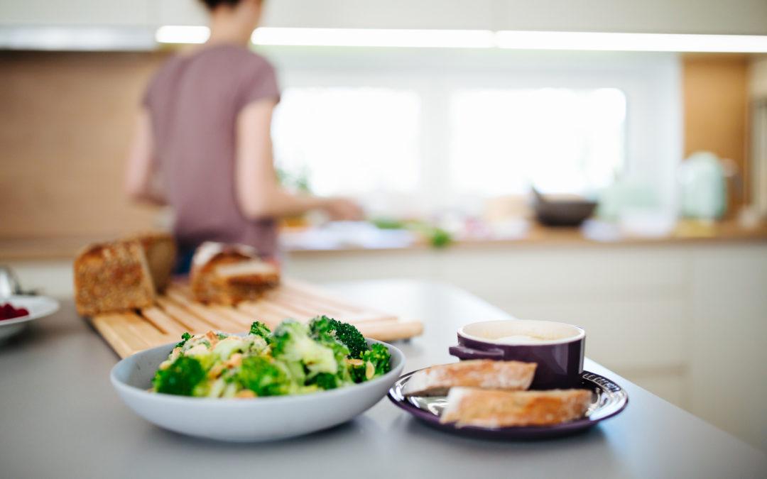 Kochen mit Baby: So organisierst du dich, damit das Kochen auch mit Baby klappt